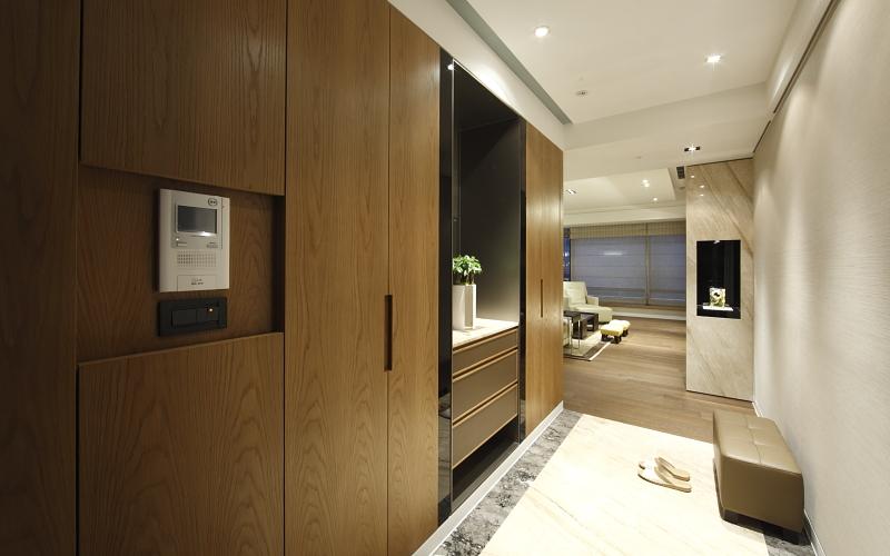 01_大楼住宅设计_现代简约_入口玄关石材地坪钢刷木皮收纳鞋柜